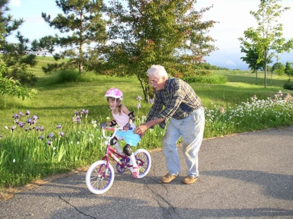 child-learns-bike-ride-without-training-wheels-petit-early-learning-journey